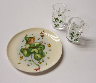 Dollhouse Miniature Shamrock Platter With 2 Beer Steins