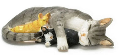 Dollhouse Miniature Sleeping Mama And Kittens