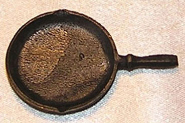 Dollhouse Miniature Frying Pan/Hex Handle/Black