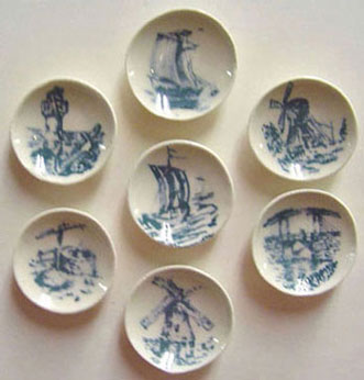 Dollhouse Miniature Blue Holland Plate 7Pcs.