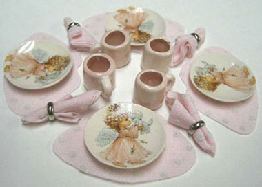Dollhouse Miniature 4 Dinner Plates, Mugs, Placemats, Napkins